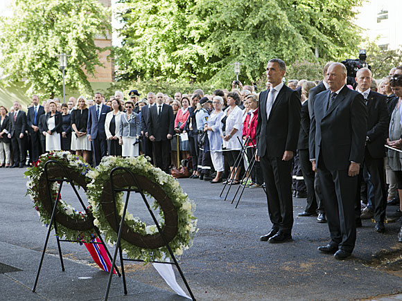 Berit Roald (NTB Scanpix): His Majesty and his Prime Minister at wreath-laying ceremony on July 22nd of 2012