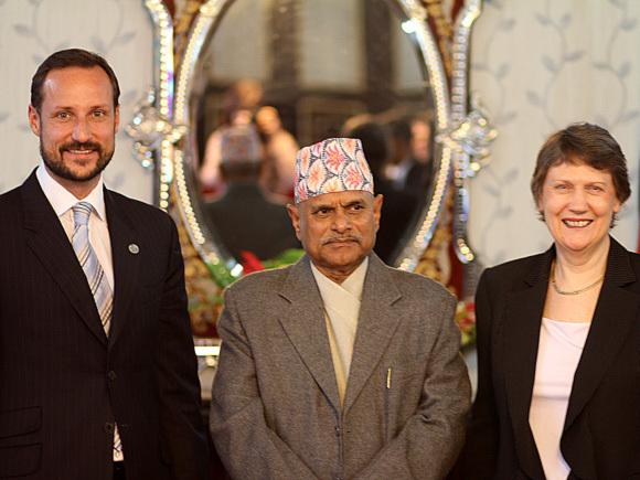 Kronprins Haakon og UNDPs leder Helen Clark i møte med Nepals president, dr Ram Baran Yadav (Foto: Kristian R. Andersen, UNDP)