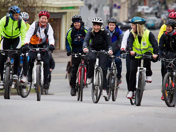 sykle til jobben frognerkilen kronprinsessen og medsyklistene på vei ...