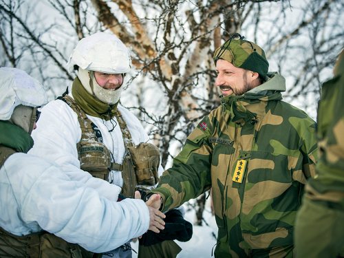 El Príncipe Heredero Haakon se ha reunido con soldados de la Guardia Nacional en varias ocasiones, aquí desde el ejercicio Joint Ving en 2017. Foto: Hans Kristian Bergan / Defensa