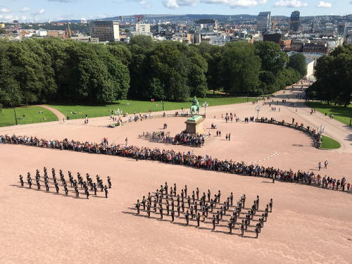 During the summer, concerts or drill exercises are sometimes presented in conjunction with the changing of the guard. Photo: Thomas Kristiansen, the Royal Court.
