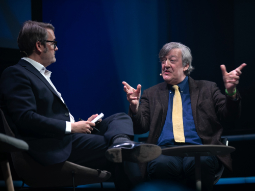 Stephen Fry i samtale med Thomas Seltzer.  Foto: Kai T. Dragland/NTNU, The Big Challenge Science Festival