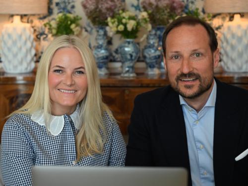 Kronprins Haakon og Kronprinsesse Mette-Marit møtte det danske kronprinsparet og det svenske kronprinsesseparet digitalt. Foto: Sven Gj. Gjeruldsen, Det kongelige hoff